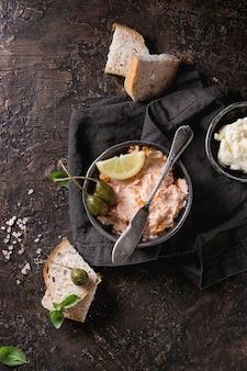 Patè di salmone con caviale rosso