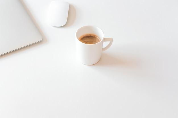 Pausa caffè in ufficio a casa