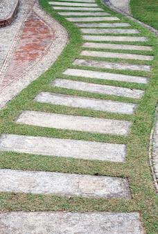 Pavimentazione in pietra curva