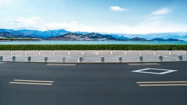 Pavimentazione stradale e paesaggio naturale del paesaggio