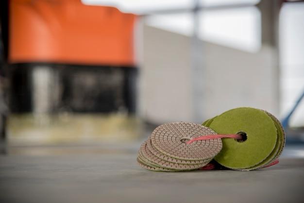 Pavimento in cemento per la pulizia degli attrezzi o in cemento epossidico
