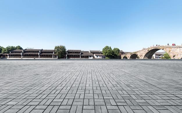 Pavimento vuoto e paesaggio della città antica di hangzhou