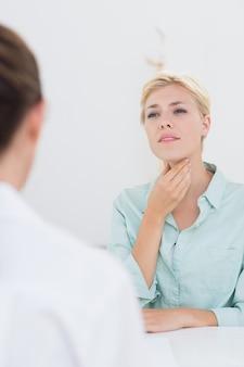 Paziente con mal di gola