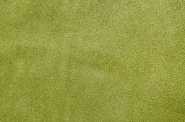 Pelle morbida scamosciata verde come sfondo texture. chiuda sulla struttura di cuoio