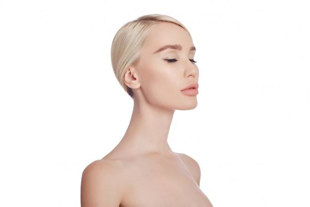 Pelle pulita e perfetta di una donna