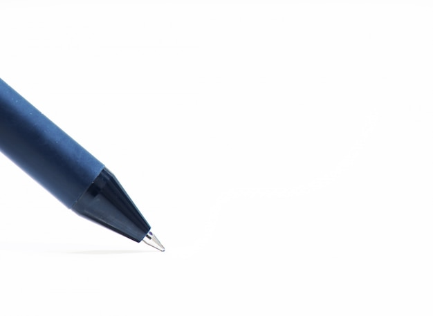 Penna su sfondo bianco
