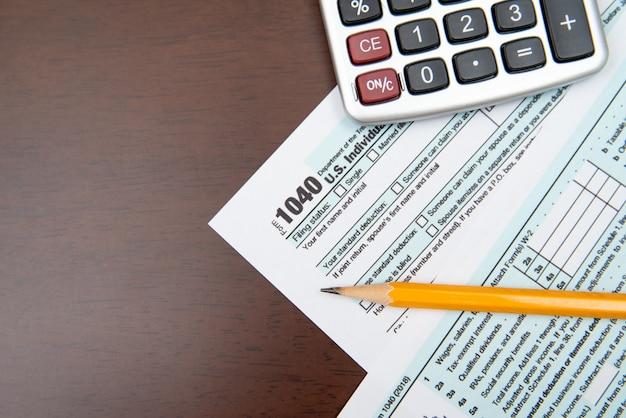 Penna sul modulo fiscale usa. giorno delle tasse.