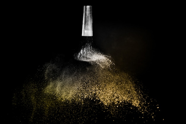 Pennello cosmetico con polvere cosmetica dorata spalmabile