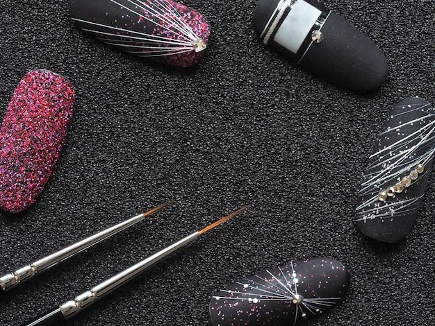Pennello sottile per dipingere sulle unghie. design elegante sulle punte.