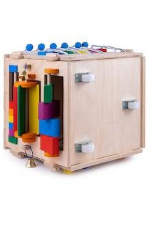 Pensione a gestione ecologica in legno. giocattolo educativo per bambini