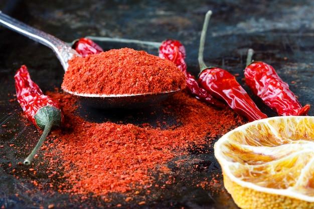Peperoncino piccante messicano rosso vibrante