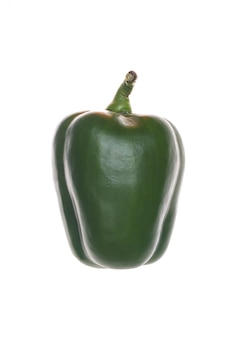 Peperone dolce verde isolato