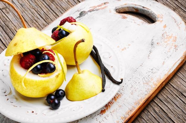 Pera con ripieno di frutti di bosco