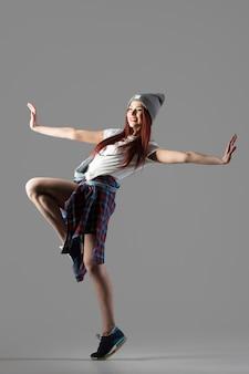 Performance della ragazza del danzatore