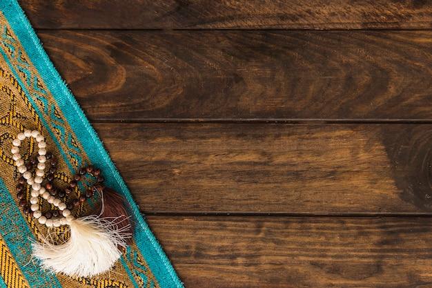 Perle di preghiera sul tappeto