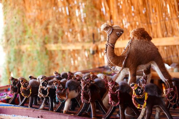 Perline e bracciali beduini fatti a mano nel sinai