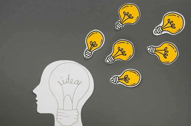 Persona che ha idee come metafora delle lampadine