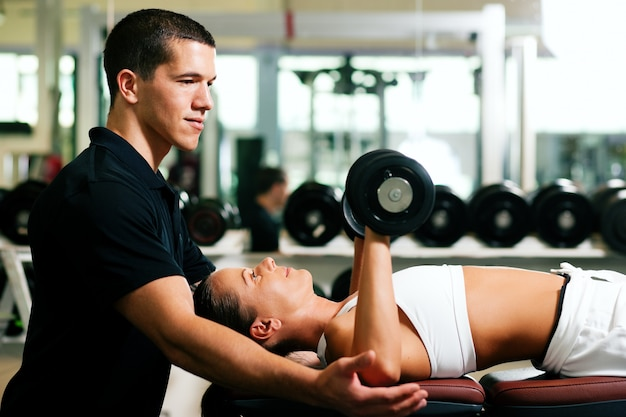 Personal trainer in palestra