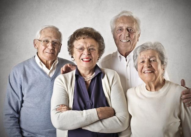 Persone anziane sorridente
