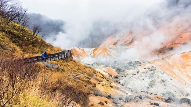 Persone nella valle dell'inferno jigokudani, noboribetsu