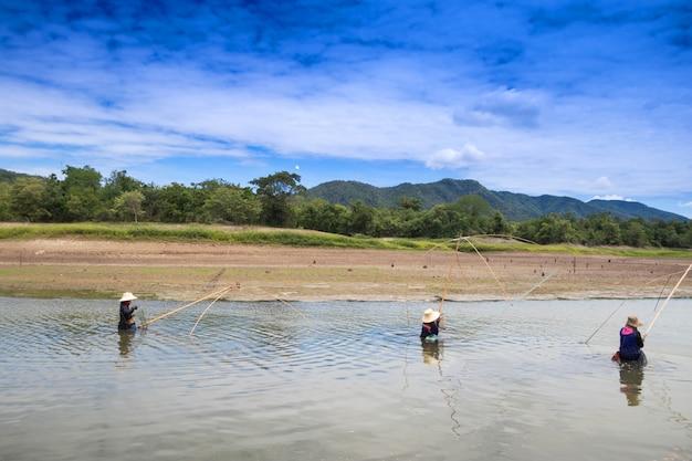 Pescatori che pescano