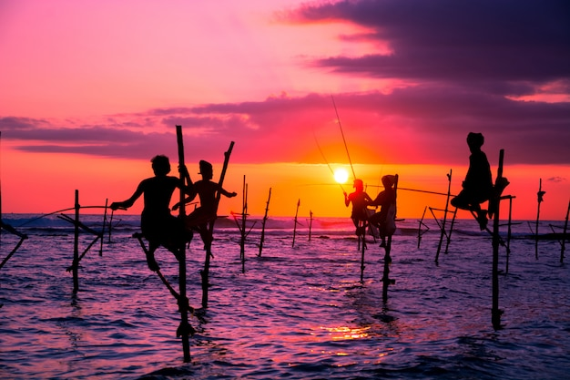 Pescatori tradizionali nello sri lanka