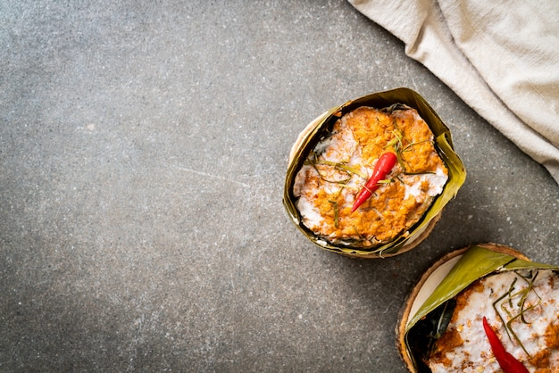 Pesce al vapore con pasta di curry