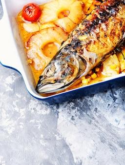 Pesce alla griglia in salsa di ananas