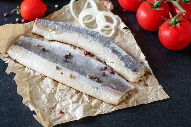Pesce aringa frutti di mare crudo salato