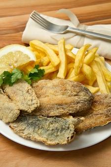 Pesce fritto con patatine fritte