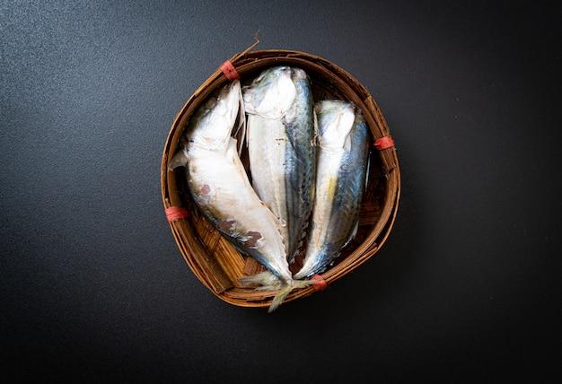 Pesce sgombro al vapore