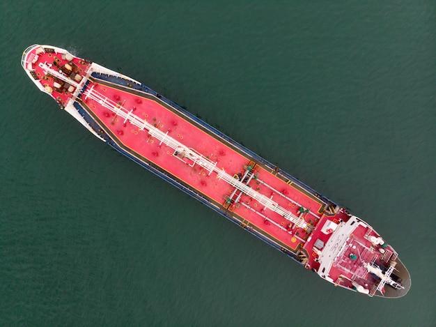 Petroliera al porto di singapore import export in tutto il mondo