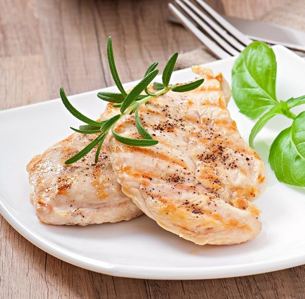 Petti di pollo alla griglia e verdure
