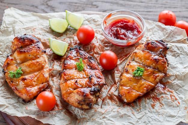 Petti di pollo alla griglia in salsa di mango piccante