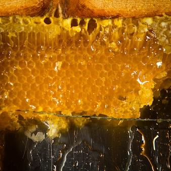Pettine per miele in primo piano