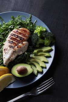 Petto di pollo alla griglia con broccoli
