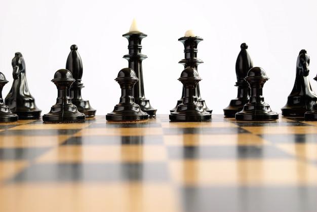 Pezzi degli scacchi sul tabellone durante il gioco