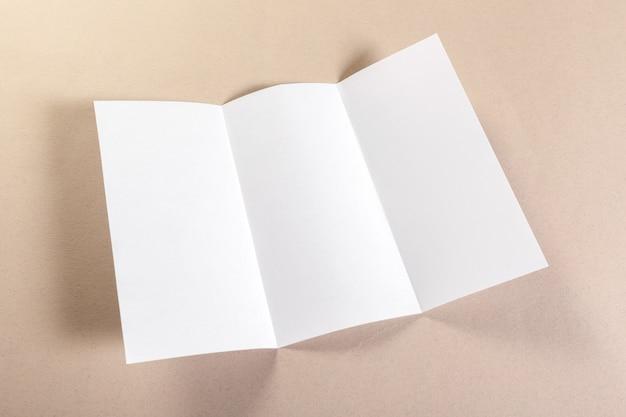 Pezzi di carta bianca