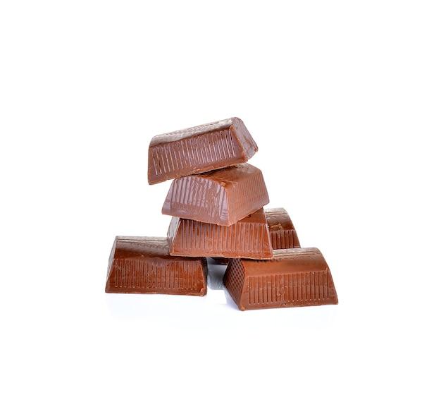 Pezzi di cioccolato isolati