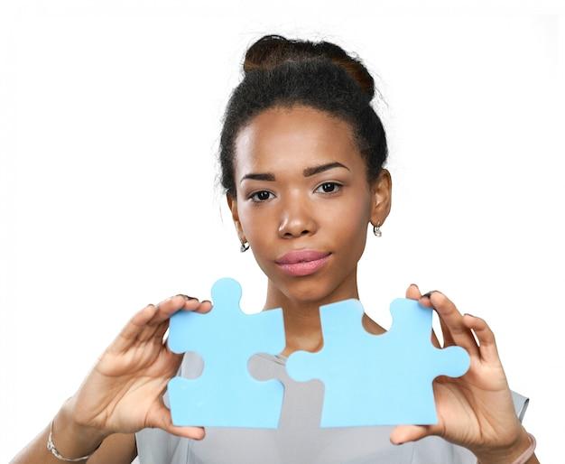 Pezzi di puzzle della holding della donna di affari