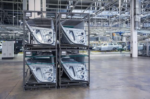 Pezzi di ricambio in una fabbrica di automobili