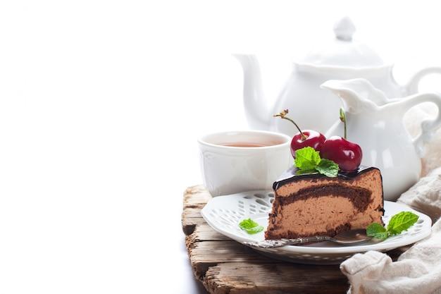 Pezzo di deliziosa torta con mousse al cioccolato