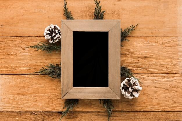 Photo frame tra ostacoli e ramoscelli