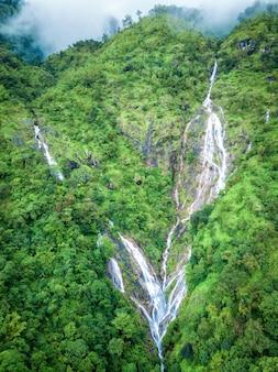 Pi tu gro waterfall è spesso chiamato il