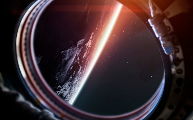 Pianeta terra dall'oblò della nave spaziale. arte fantascientifica.