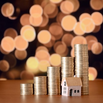 Pianificazione del risparmio di denaro in monete per acquistare una casa