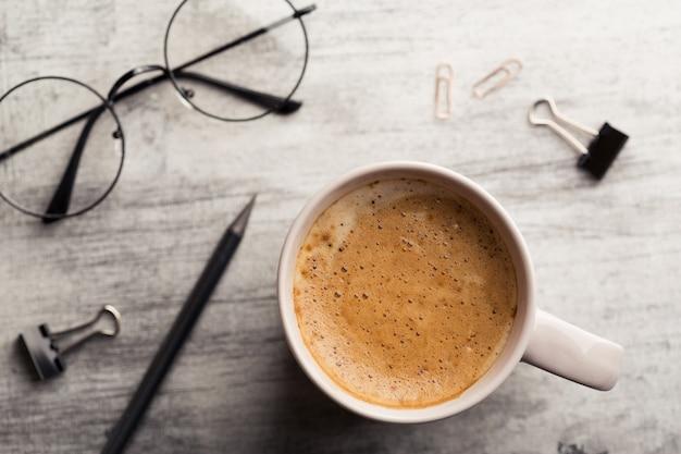 Pianificazione mattutina e caffè