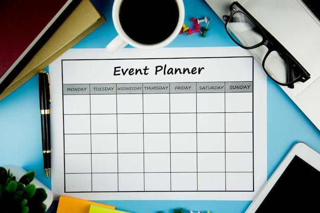 Piano degli eventi fare affari o attività mensilmente.