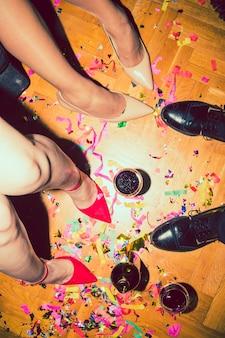 Piano del partito con confetti