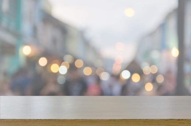 Piano tavolo in legno e blur festival